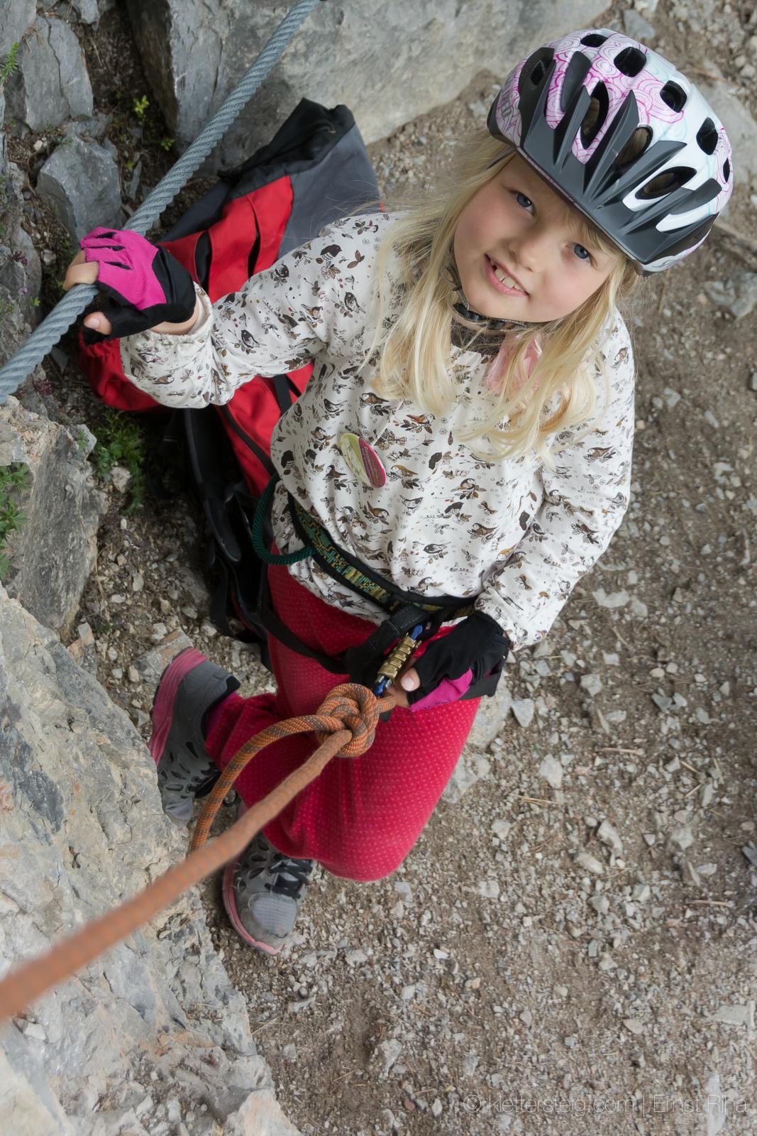 Kletterbegeisterte junge Dame - früh übt sich ....